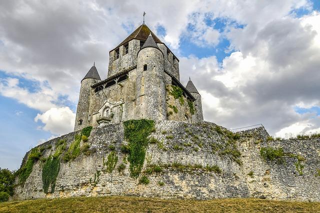 Château à vendre : Quelles différences entre un château et un palace ?
